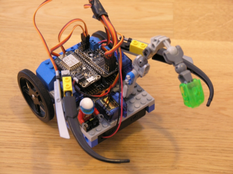 The MicroPython Lego Bot – Thingsmatic